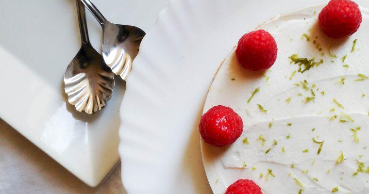 Cheesecake au citron vert et aux framboises sans cuisson