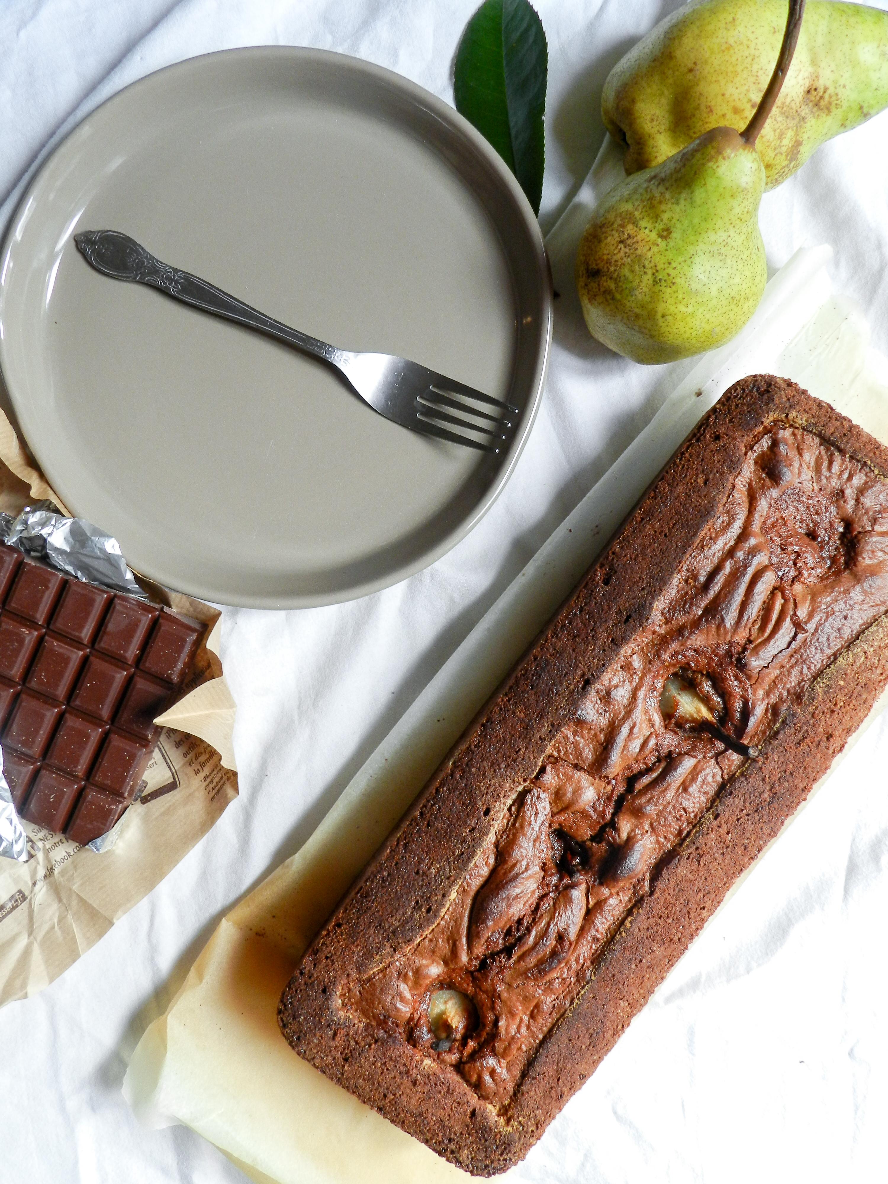 Gâteau au yaourt, huile d'olive, chocolat et poires