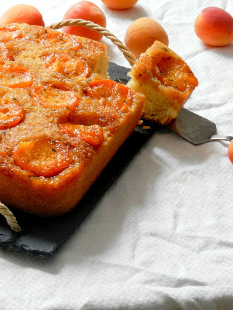 Gâteau renversé aux abricots caramélisés et au thym - Wadji, Cooking Mama
